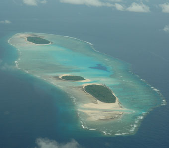 (c) Photo of Yeew and Bulbul Islands with Loosiep Island in the background.